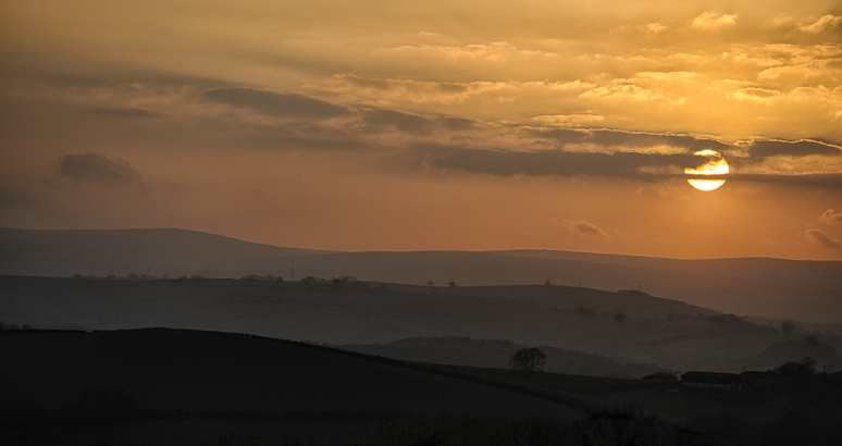 Sunset-over-hills-Totnes