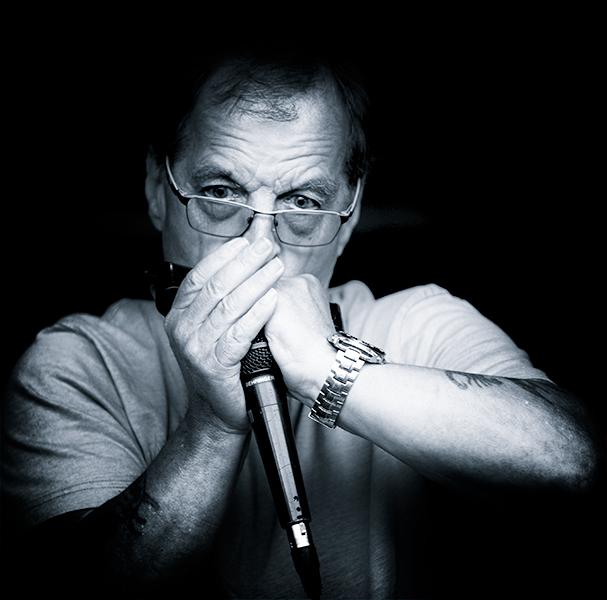 harmonica-player