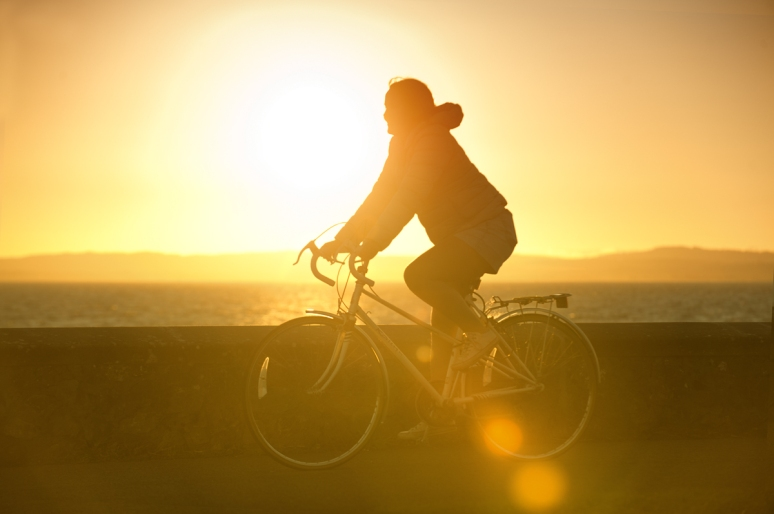 Cyclist-against-the-light